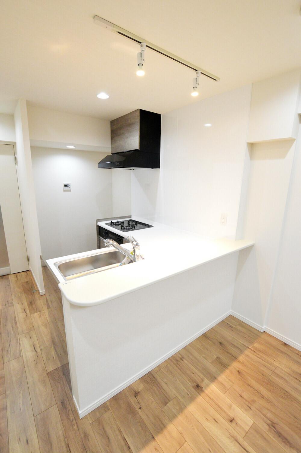 L型キッチン、マンションフルリノベーション(比較画像あり)の建築事例写真