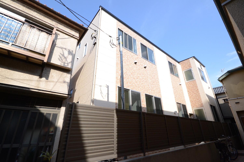 ロフト部を活用した立体デザインアパートメントの建築事例写真