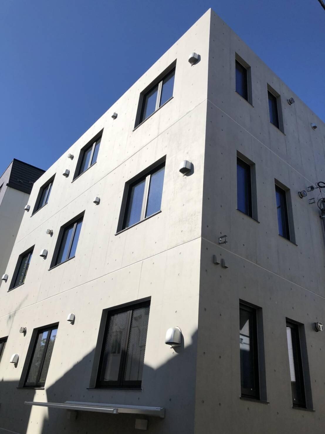 打ち放しコンクリート、RC4階建マンション!の建築事例写真