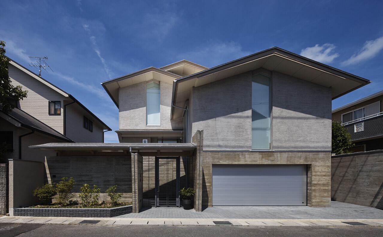 蓑甲の家(半地下ガレージのあるスキップフロア住宅)の建築事例写真
