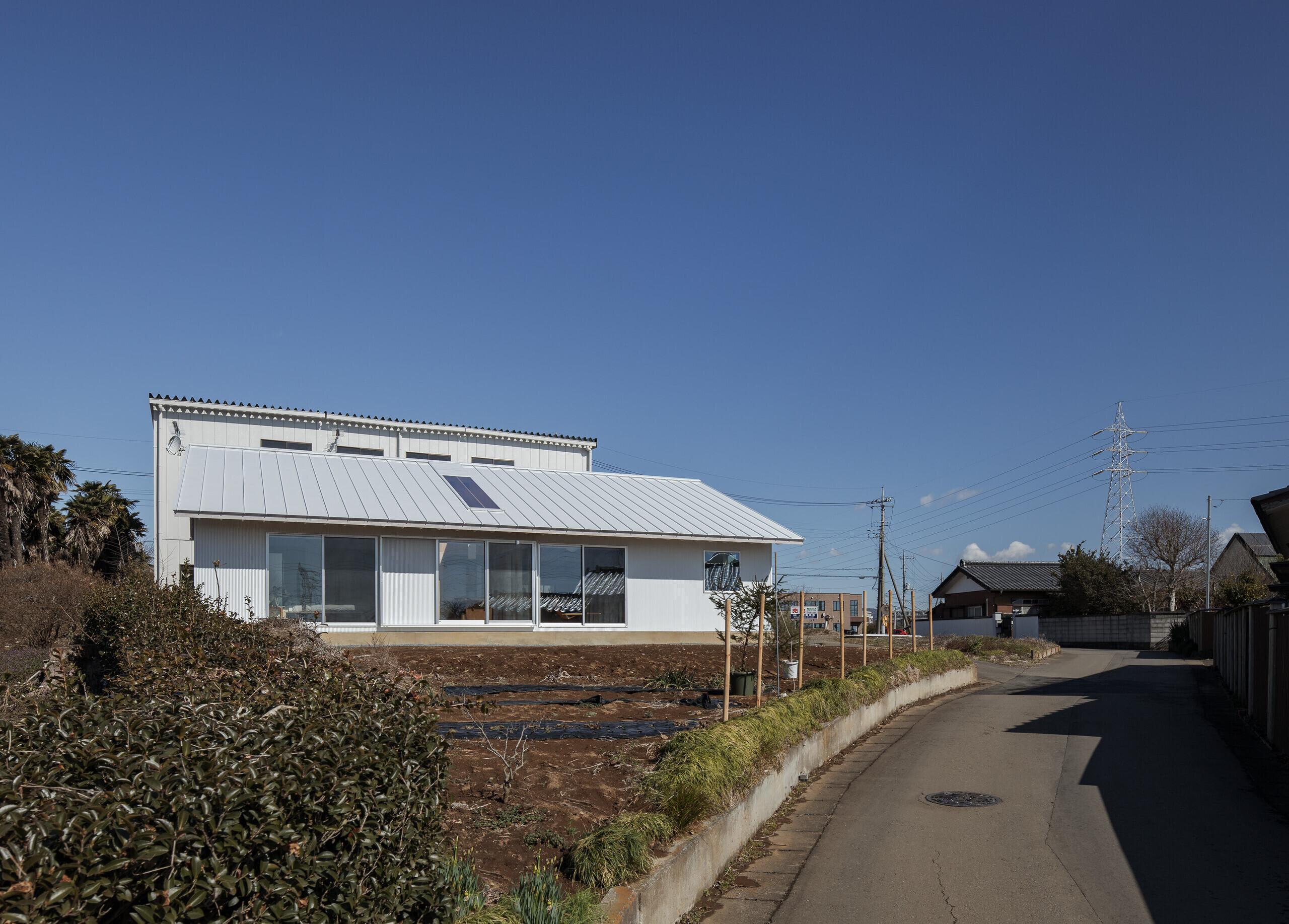 半外空間のインナーテラスがある平屋の建築事例写真