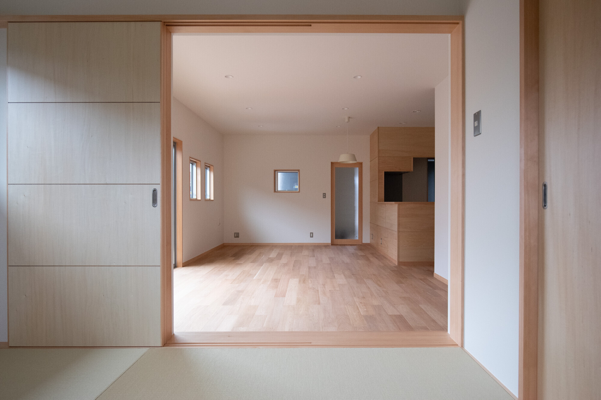 子育て世代のシンプルな家づくりの建築事例写真
