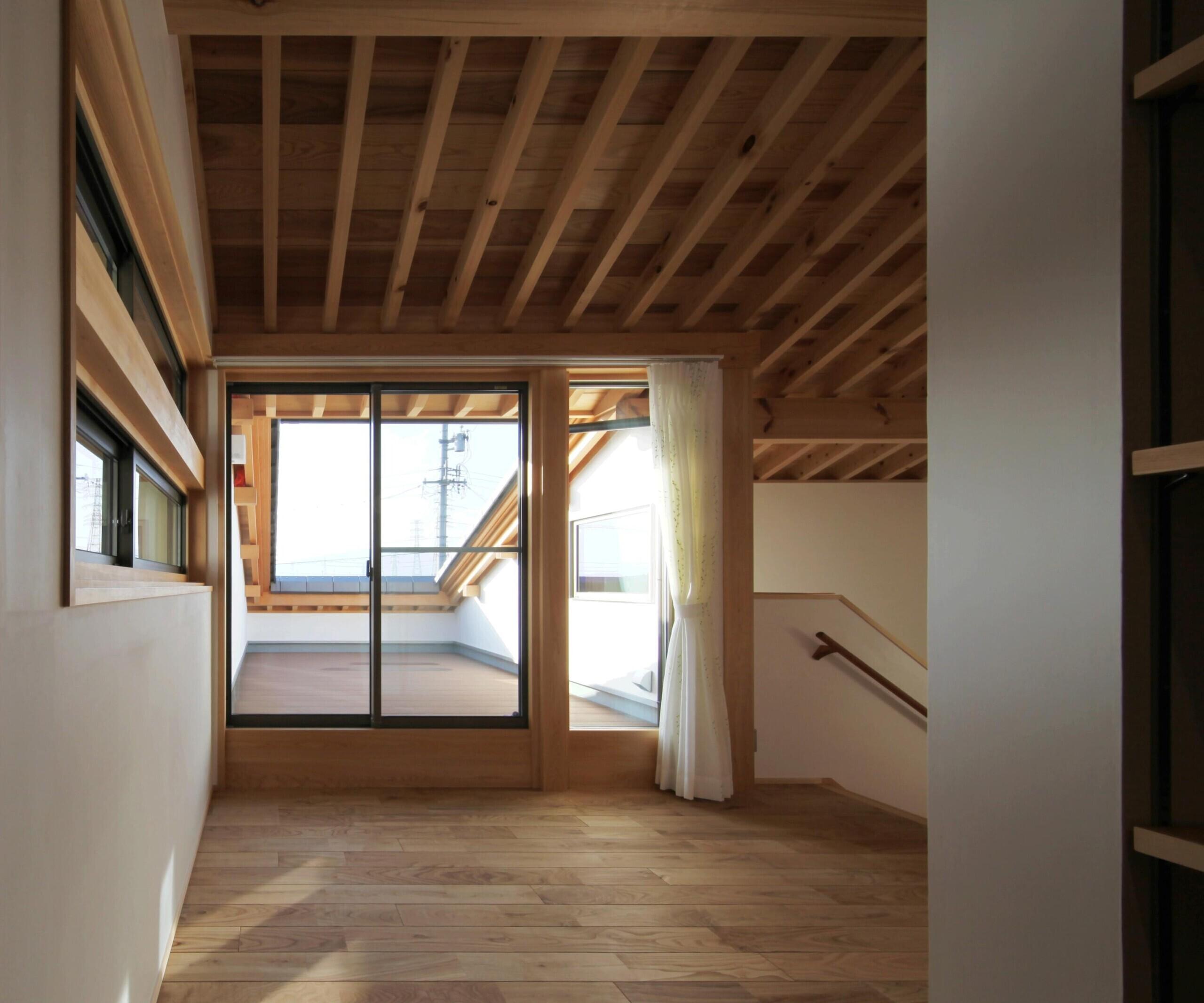 伊吹山を望む花火テラスのある家/岐阜県 本巣市/新築の建築事例写真