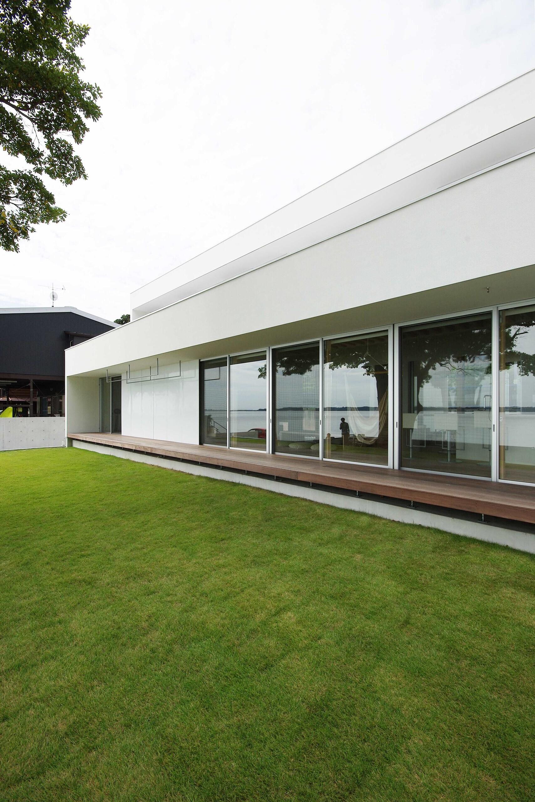 浜名湖に面した敷地での計画なので、どの部屋からも、浜名湖が眺められる計画となっています。 | 浜松の家-hamamatsu