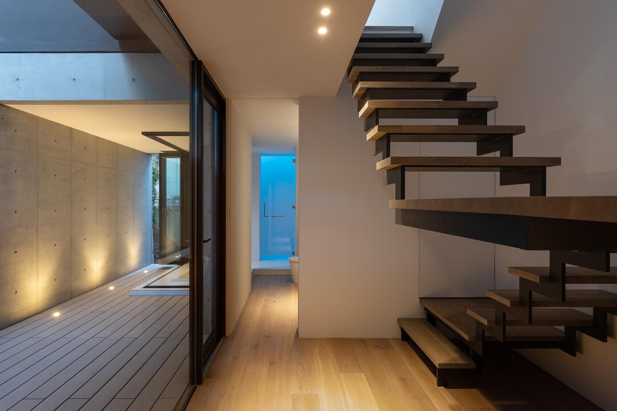 馬込の家<都市型崖地 眺望を活かすRC+木造住宅>の建築事例写真